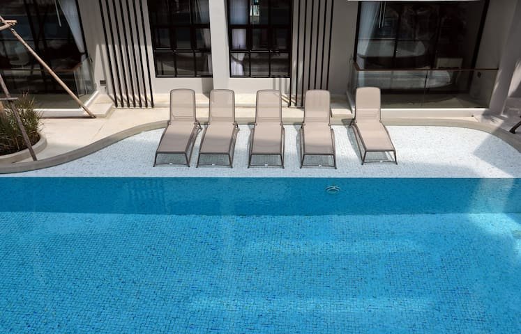 Apartments in New condo, Infinity Pool on the roof! ❤️ Surin beach (B303)
