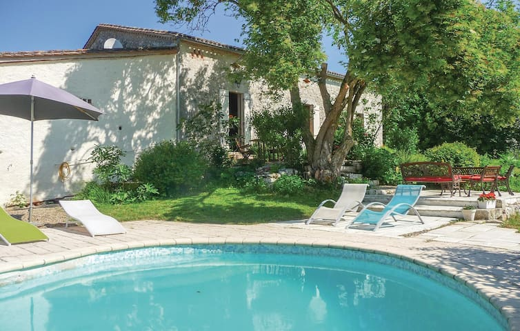 Holiday cottage with 3 bedrooms on 140m² in St Jean de Duras