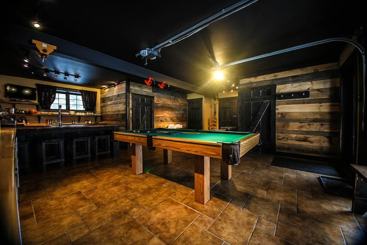 Lake front loft #1 with hot tub and pool table