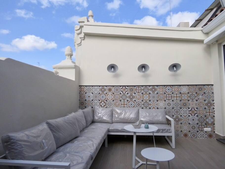 Terraza principal con mobiliario exterior