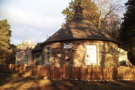 Knockshannoch Lodge, quaint thatched cottage for 4 - Angus - Haus
