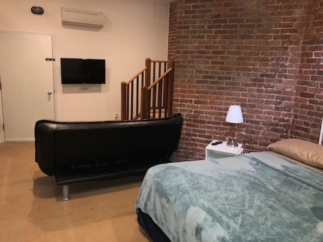 Cozy lower level studio near Boston - LL4