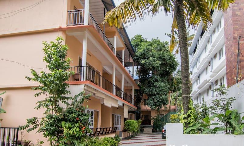Mundakal Paradise (4 rooms )