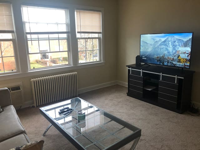 Cozy Private Bedroom for Female Only, Close to met