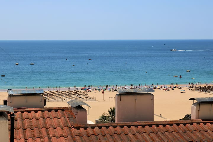 Cozy Beach Flat W/Ocean View  Near Praia da Rocha