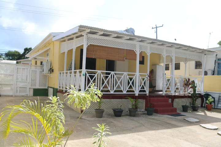 Cute 2bd cottage directly on fantastic beach