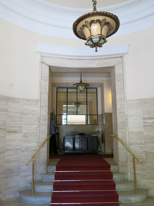 24hs porter - main entrance