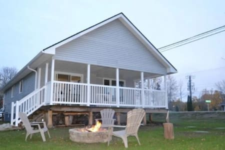 MONTHLY RENTALS IN THIS BEAUTY HOME WITH A HOT TUB