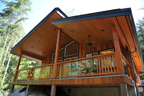 Cottage living in Peaceful Tuwanek
