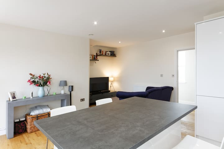 Light and spacious top floor flat - Welling - Appartement