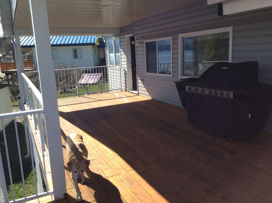 Spacious covered Deck