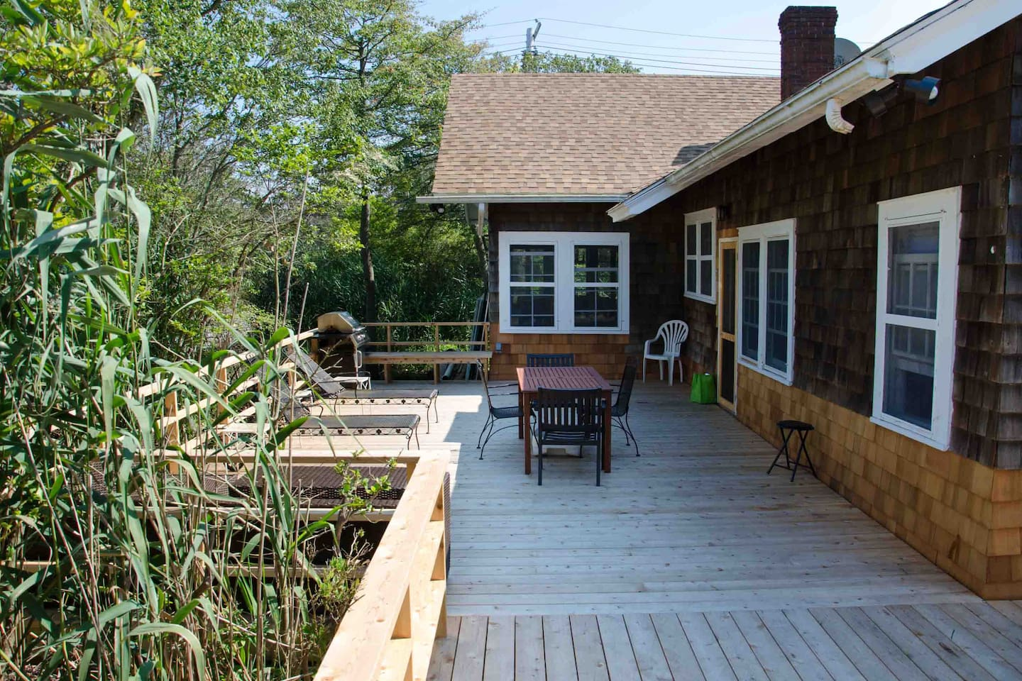 Big deck, lots of privacy!