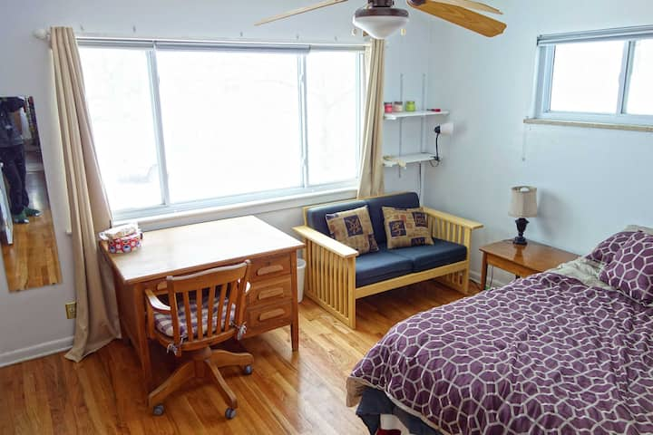 Large bedroom near University of Colorado
