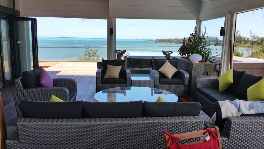 Front beach Penthouse with gorgeous sea - Roches Noires