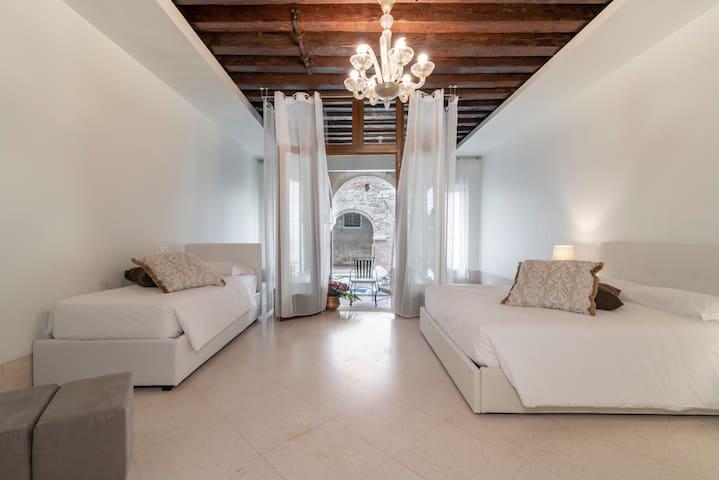 Venice Luxury Palace 11