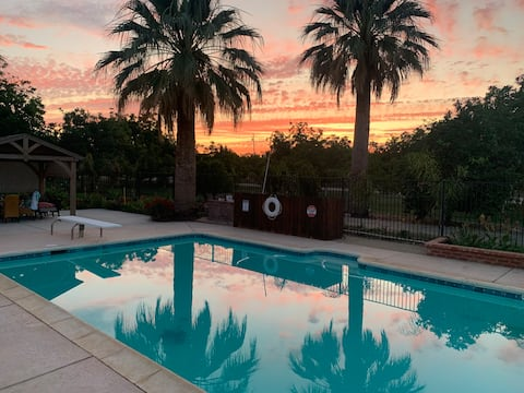 3600 sq ft farm stay w/pool & spa on 80 acre ranch