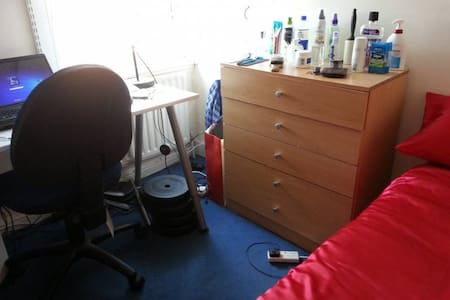 Double room overlooking Cowley Road, Oxford - Oxford - Apartment