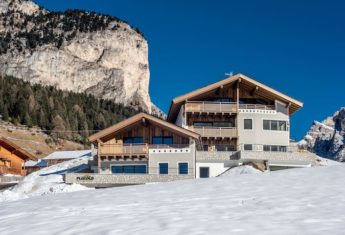 Beautiful, Ski-In/Ski-Out Chalet with Sauna, Balcony, Wi-Fi and Parking