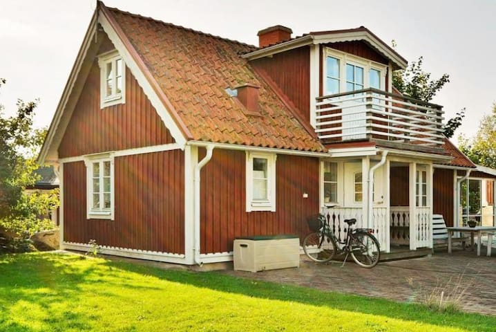 Cozy house in Hällevik