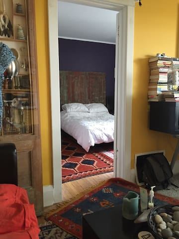 Adorable 1 BR in Toronto's Hippest Hood