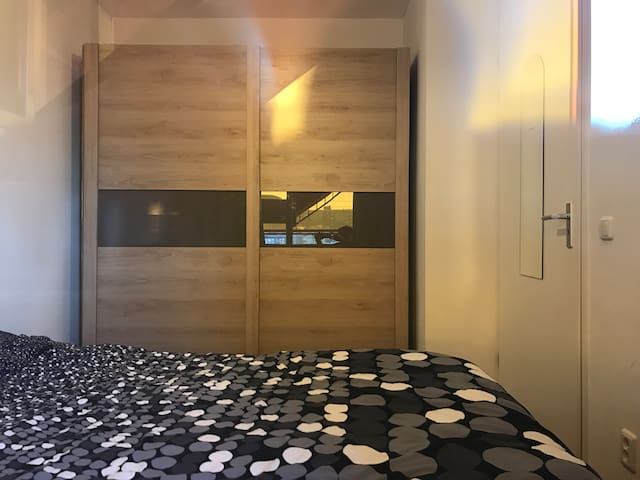 Cool and private room in Zaandam (near Amsterdam) - Zaandam - Apartamento
