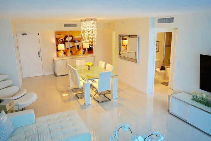 Luxurious Beach Condo with amazing amenities!!!!!!