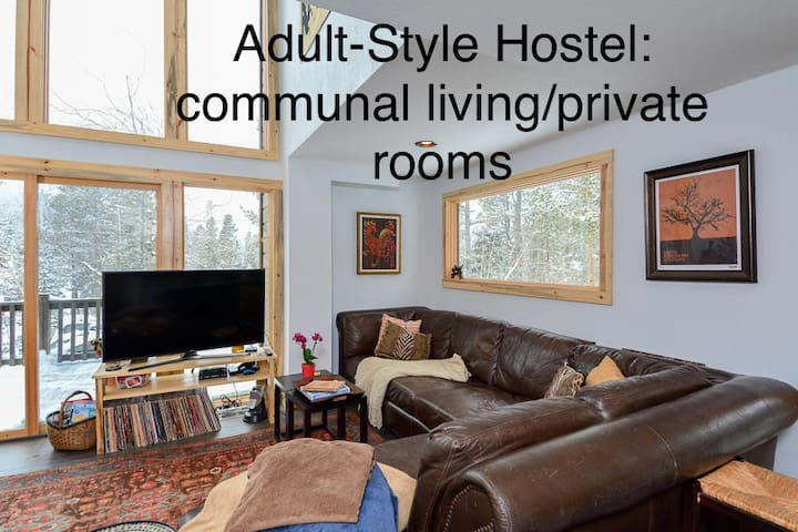 Private Studio in Mature Hostel; 420ok