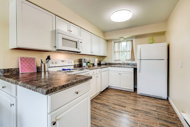Maple Park Flat 6 *near Grand Park and downtown*!