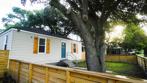 Newly Renovated House between Airport and Downtown