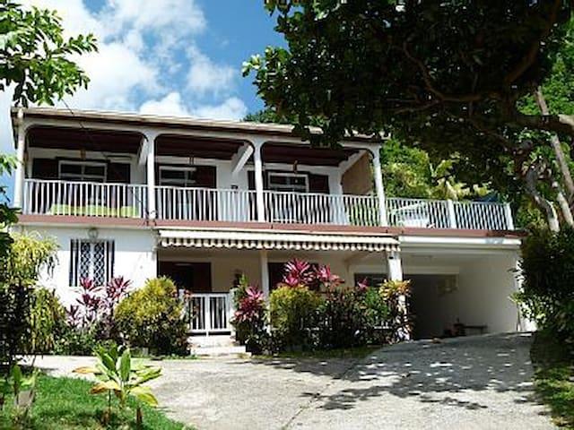 Villa au parfum des Lauriers - Deshaies - Apartamento