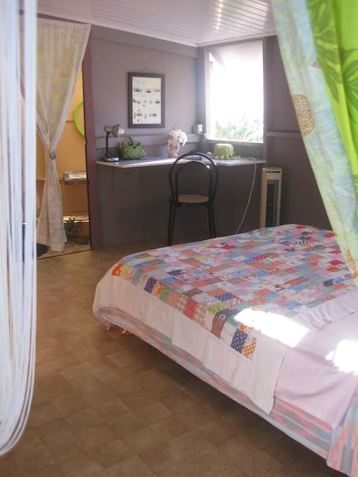 Une chambre agréable et lumineuse... Lighting Queen bedroom !