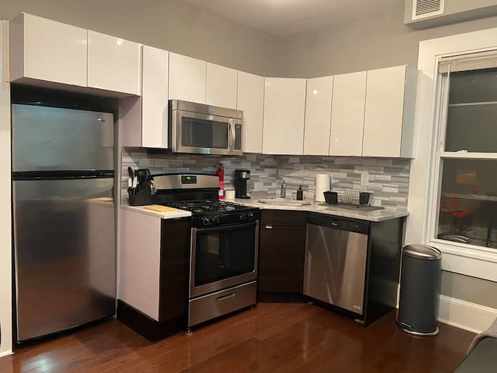 1BR ENTIRE APARTMENT IN WOOSTER SQUARE.