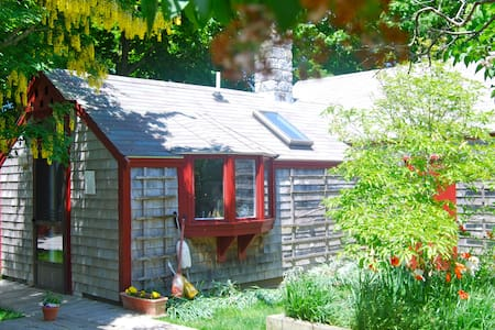 Cape Cod Cottage-Crosswinds B&B   - Eastham - Bed & Breakfast