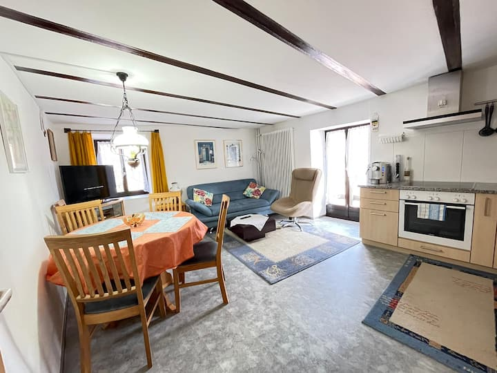 Appartamento con balcone a Comologno