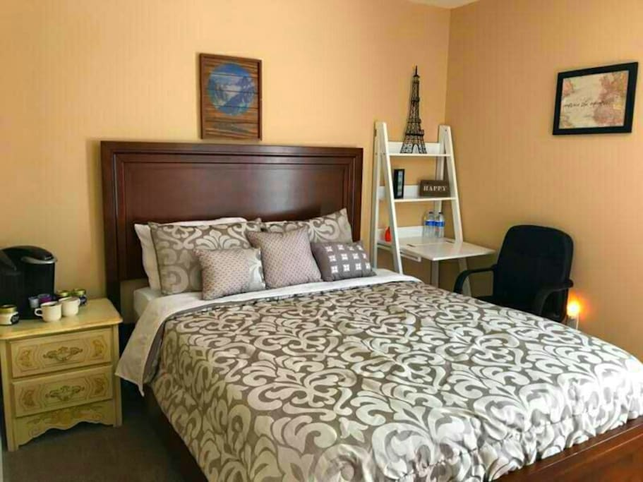 Private Room with Queen Size bed, Desk, TV, and Keurig