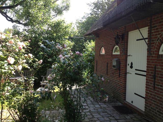 Romantisches Reetdachhaus für erholsamen Urlaub