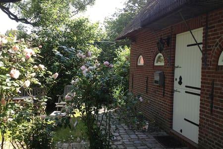Romantisches Reetdachhaus - Welt