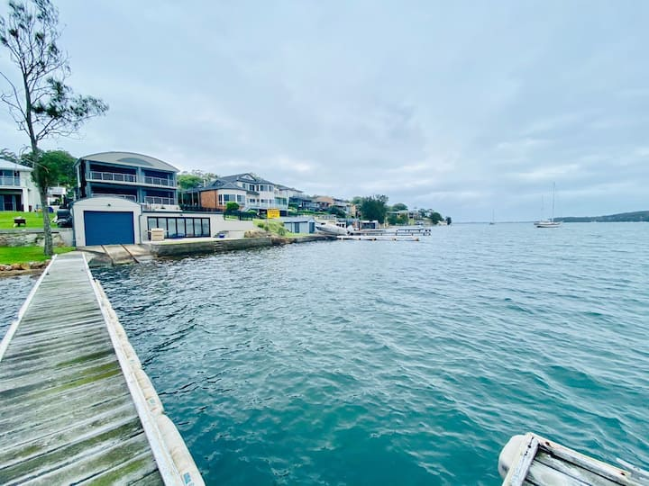 Fishing Point Lake House - Stunning Absolute Waterfront