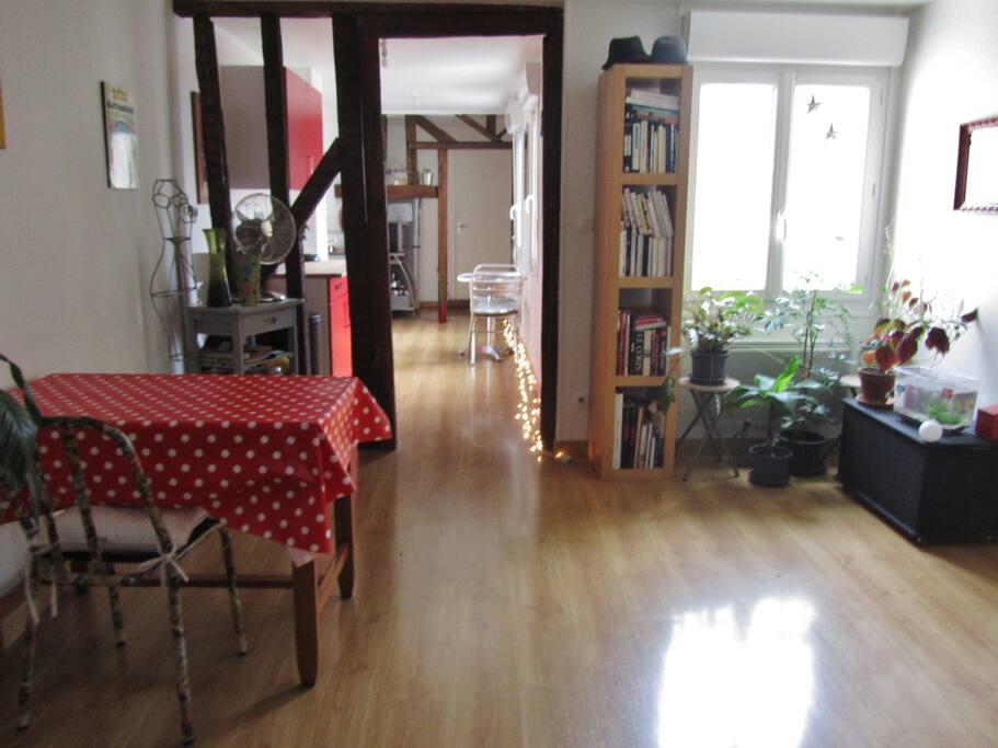 atypique 3 pi ces 80m2 c ur de vile appartements louer chartres centre france. Black Bedroom Furniture Sets. Home Design Ideas