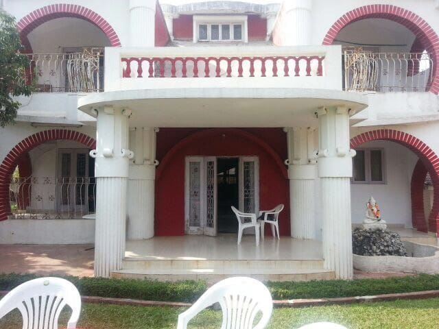 The Red & White 6BHK Bunglow - Khandala - Villa