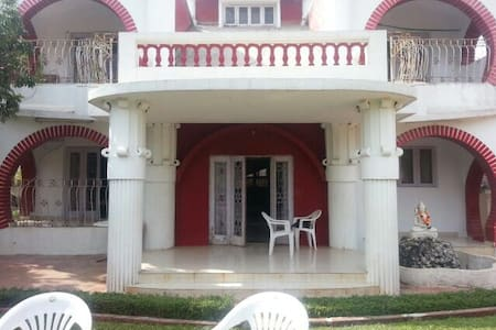 The Red & White 6BHK Bunglow - Khandala