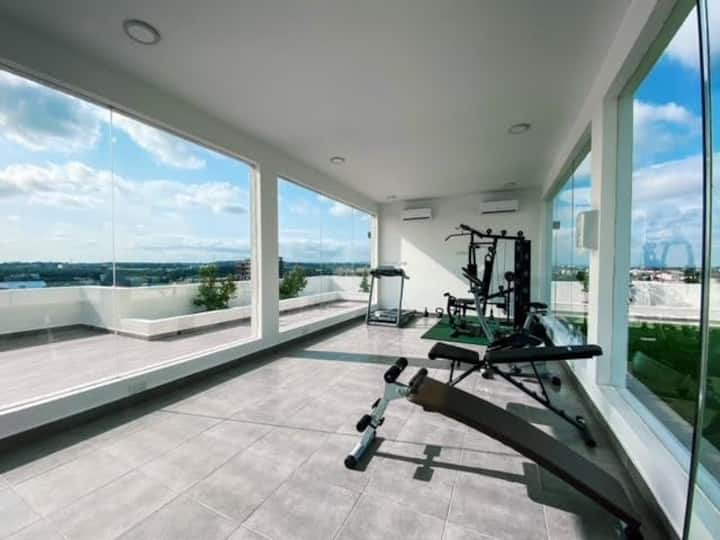 Oasis Park 1 bedroom with pool and Gym