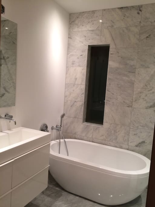 Soaker tub with marble tile