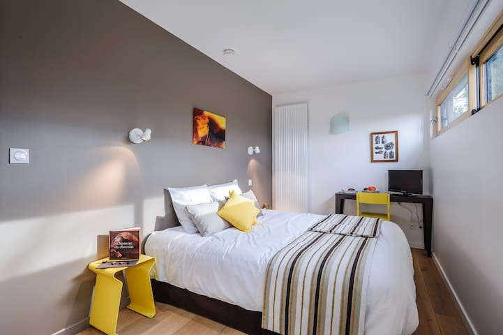 Chambre Honey - La maison de Karen chocolat , à Limonest dans le Rhône