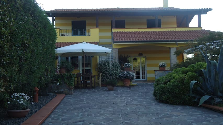 Chalet in strategic area - Vezzano Ligure