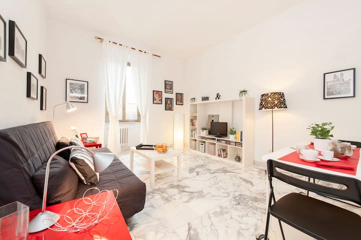 Cozy and modern flat close to Colosseum and MetroA