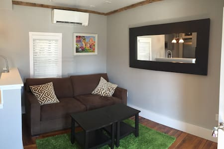 Brand-new Renovation! Central West End 1-Bedroom - Provincetown - Appartement