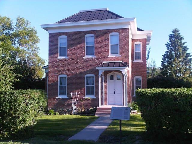 Historic Home SW Montana - Sheridan - House