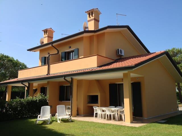House for 4+2 pers with pool in Albarella R31274