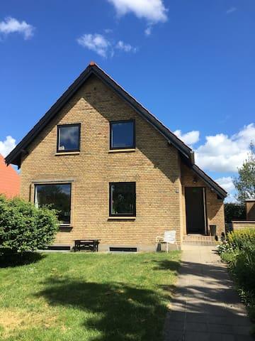 Nice home in Holme / Aarhus - Højbjerg - Talo